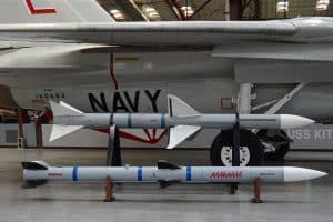 مشاكل في محركات صواريخ أمرام AMRAAM-AIM-120C-300x200