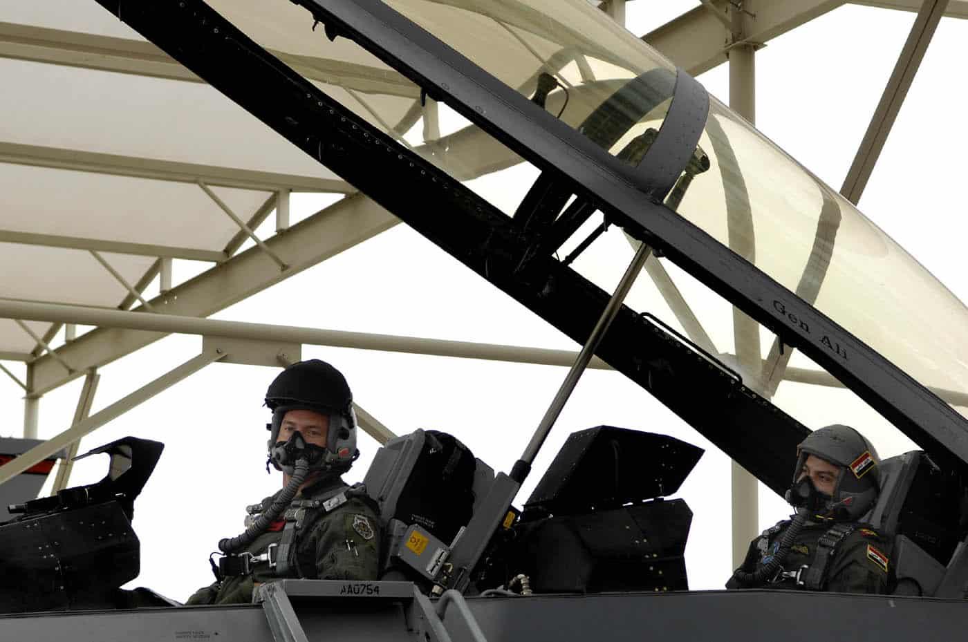 Photo of طيارون عراقيون يتدربون على المقاتلة أف – 16
