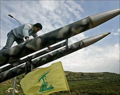 Photo of «لو فيغارو»: وحدات لوجستية للحزب في سورية لنقل إمدادات السلاح والمقاتلين