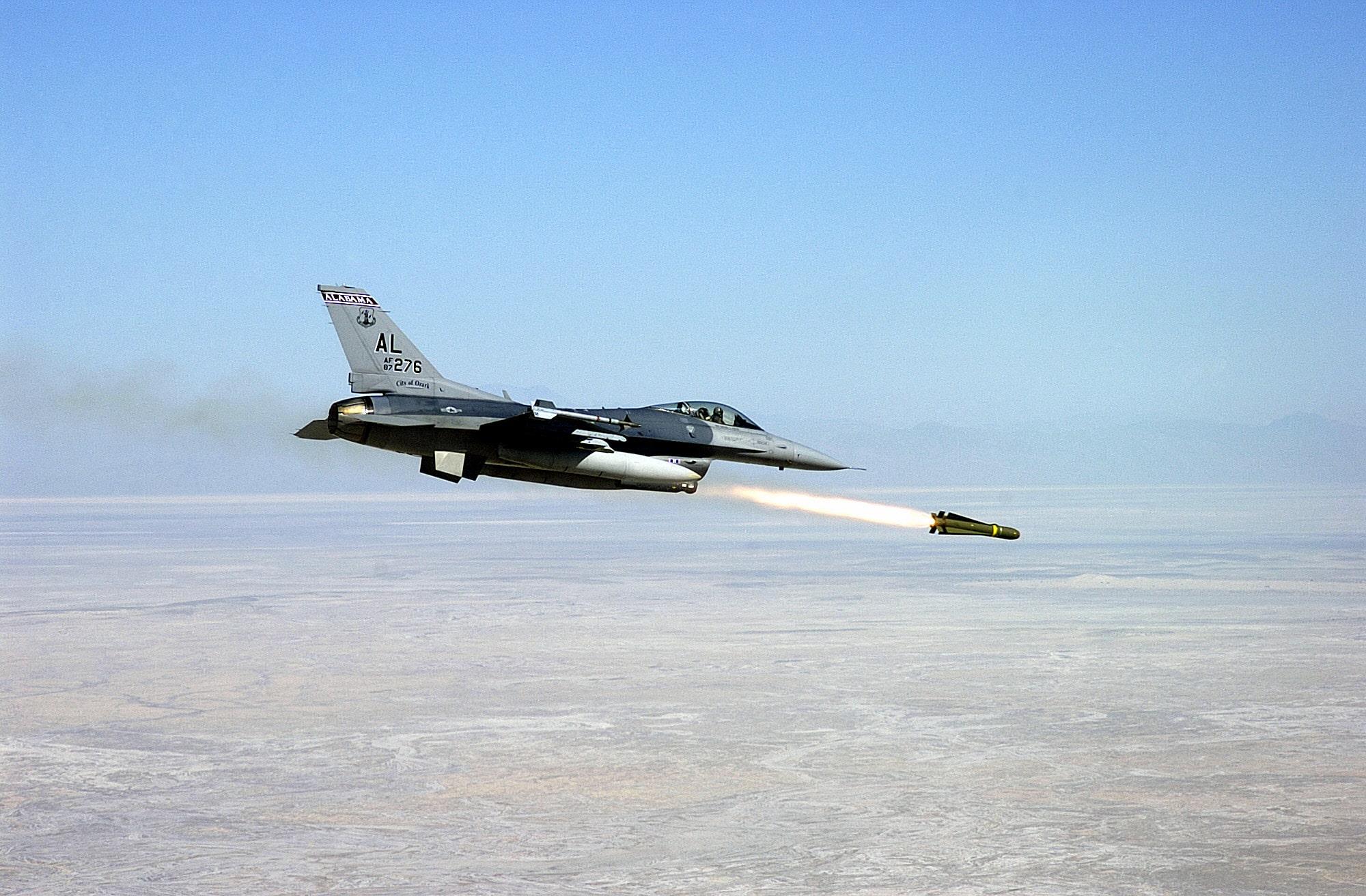 Photo of الإمارات تطلب صورايخ مافريك لمهاجمة الأهداف السريعة والمناورة