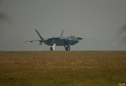 Photo of الصين تستغل زيارة غيتس لإطلاق أول مقاتلة «شبح»