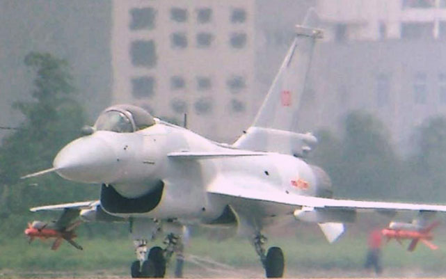 Photo of نجاح انطلاق طائرة J-10 الصينية من حاملة طائرات