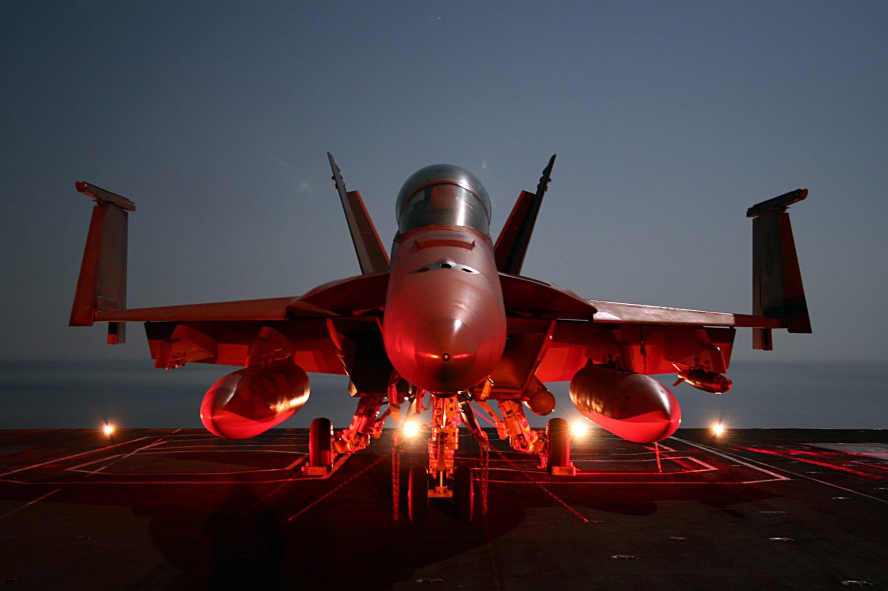 Photo of البحرية متمسكه بشراء 243 طائرة F-18 قبل عام 2018
