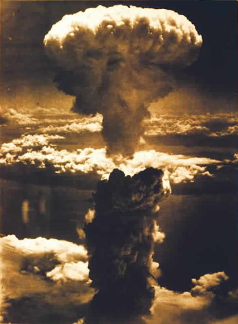 Photo of هل عرضت موسكو على مصر قنبلة نووية؟