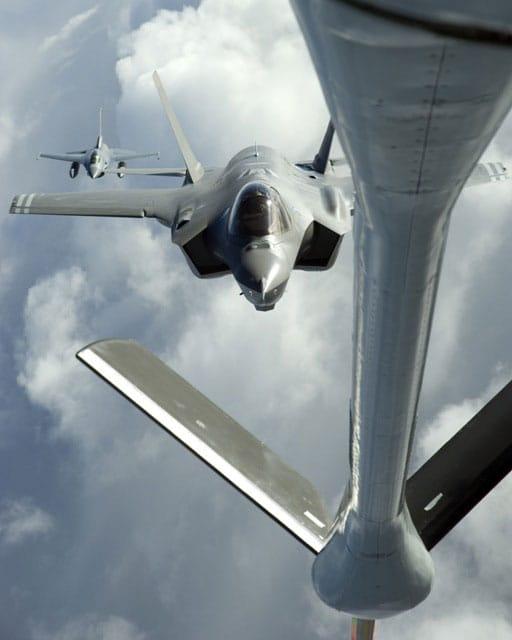 Photo of العمل في اتجاه إنشاء أول  مركز تدريب لمقاتلات اف 35