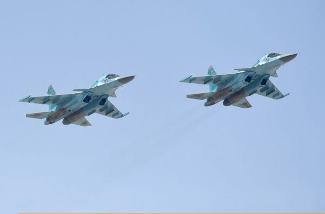 "Photo of تمهيدا للإحتفال بعيد النصر روسيا تنقل 6 طائرات ""سو-34"" من وسطها إلى غربها"