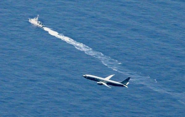 Photo of وزير الدفاع الياباني يعالج المخاوف الأمنية وخطط المشتريات بعد تحطم طائرة F-35