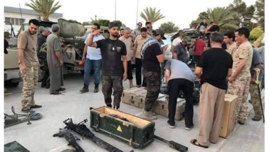 Photo of أسلحة إماراتية وأمريكية في مجمع لقوات حفتر