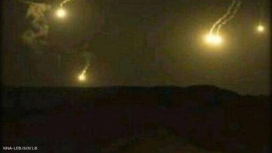 Photo of رشقات ثقيلة وقنابل مضيئة متبادلة بين لبنان وإسرائيل