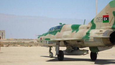 Photo of صور لطائرتين مدمرتين بقاعدة جوية تابعة لحفتر