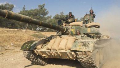 Photo of الجيش السوري ينقل دبابات لمحيط الرقة تمهيدا لدخولها..فيديو