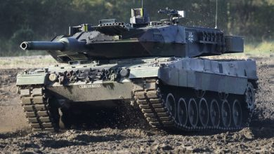 "Photo of دبابة ""ليوبارد 2"" تفشل في تخطي مرتفع إثناء التدريب..فيديو"