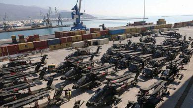 "Photo of شحنة مروحيات أمريكية""أباتشي وبلاك هوك"" ضخمة رصدت في اليونان"
