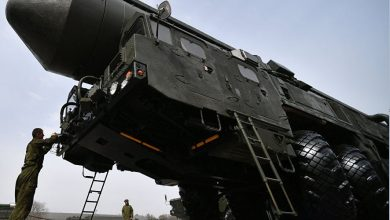 """Photo of شاهد  كيف يوضع صاروخ """"يارس""""المدمر على المنصة المخبأة تحت الأرض"""