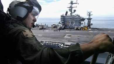 Photo of حاملة طائرات أمريكية تعبر مضيق هرمز