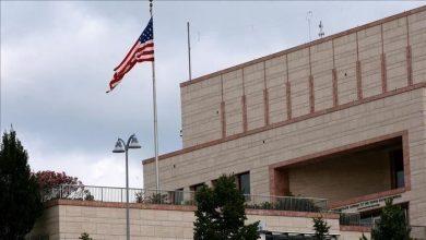 Photo of صاروخ يصيب مبنى السفارة الأمريكية في بغداد ومروحيات تخلي الجرحى