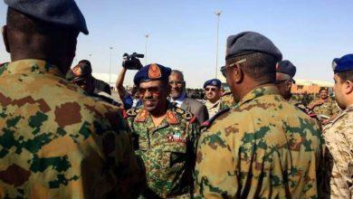 Photo of قادة الجيش السوداني هل يسلمون رئيسهم البشير للجنائية الدولية؟