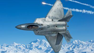 """Photo of خبير عسكري يقارن بين طائرتي """"إف-22"""" (رابتور) و (يوروفايترتايفون)"""