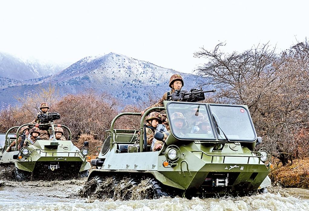 8x8 مركبة صينية لجميع التضاريس.. مميزات وقدرات