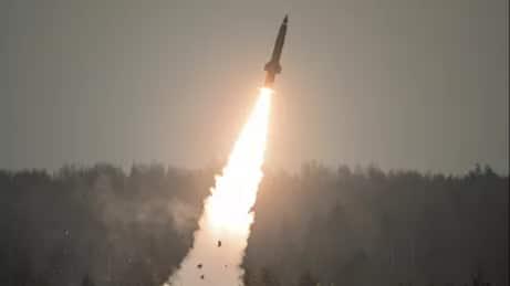 صاروخ توشكا الروسي فتاك بقوة رهيبة رغم قِدم تصنيعة