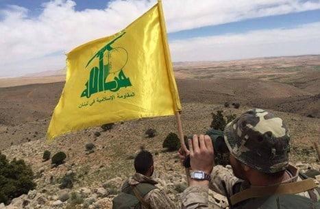 إسرائيل تبث فيديو لقيادي من حزب الله برفقة ضباط سوريين على حدود الجولان ..فيديو