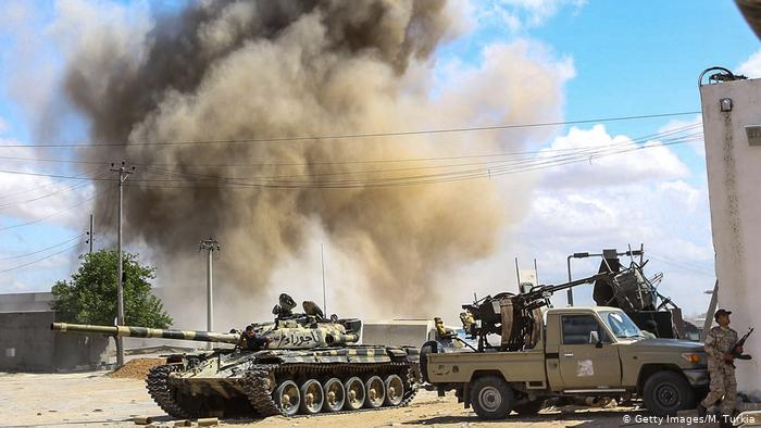 مصر ترسل سفينة أسلحة لقوات حفتر