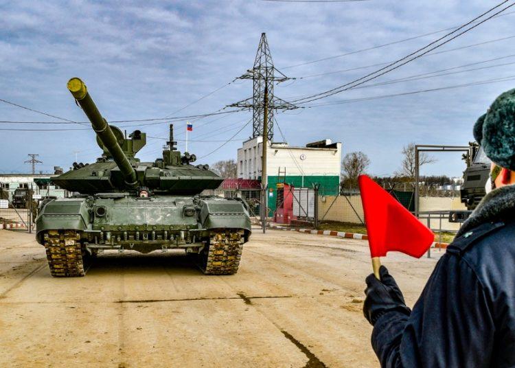 الجيش الروسي يستلم الدفعة الأولى من دبابات T-90M Proryv الجديدة..فيديو