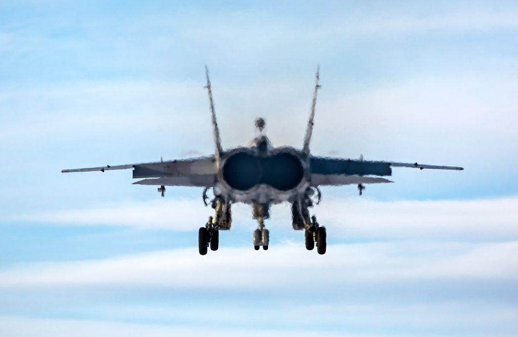 تحطم مقاتلة ميغ 31 في كازاخستان وإشتعال محركاتها
