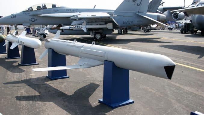 """شركة بوينغ ستزود السعودية بأكثر من ألف صاروخ"""" SLAM ERوHarpoon"""""""