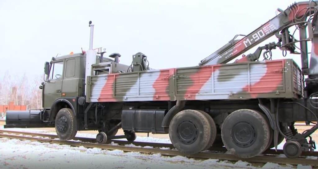 MAZ-6303KH مركبة متعددة الاستخدامات تستخدم بديل طارئ للقاطرات
