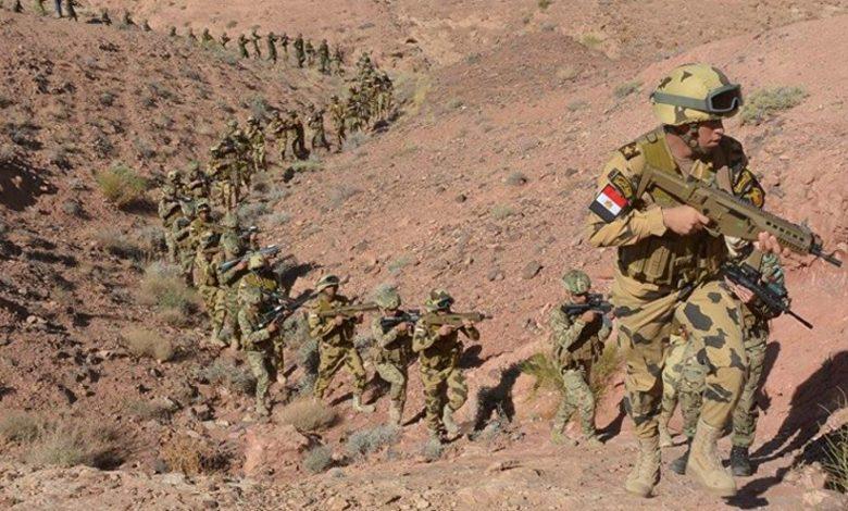 الجيش المصري يقتل 13 إرهابيا ويعثر على أسلحة وذخائر في سيناء