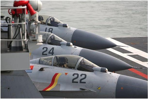 مقاتلة J-15 تقوم بمهمتها التشغيلية الأولى على أحدث حاملة طائرات صينية