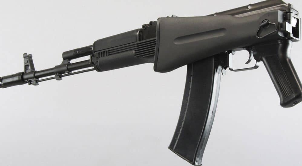 AK-74M هو سلاح مشاة قياسي في الخدمة في الجيش الروسي