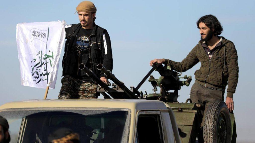 حشود عسكرية في إدلب ومواجهات بين الفصائل والجيش تمهد لمعركة كبرى