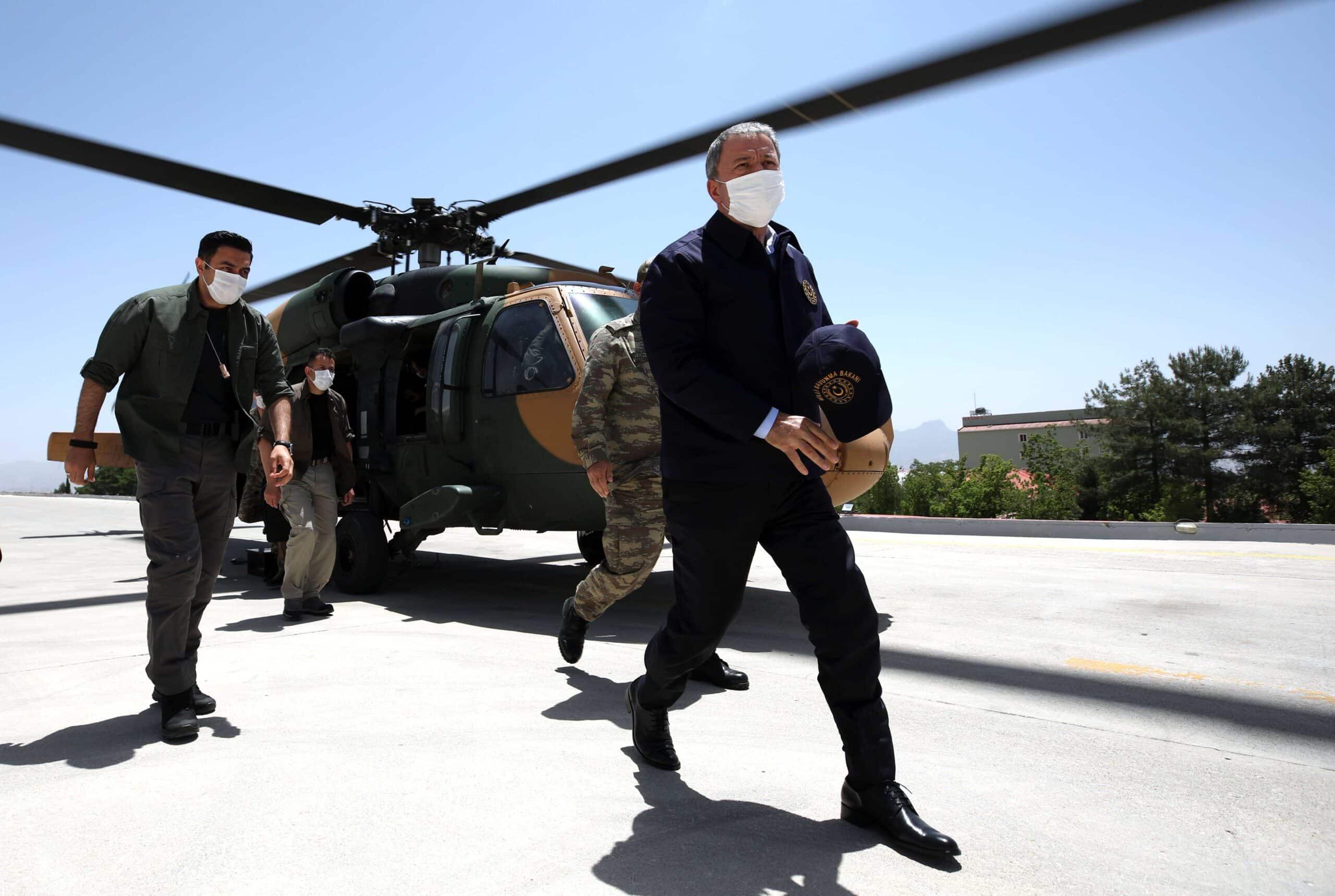 وزير الدفاع التركي وقادة الجيش يزورون شمال العراق