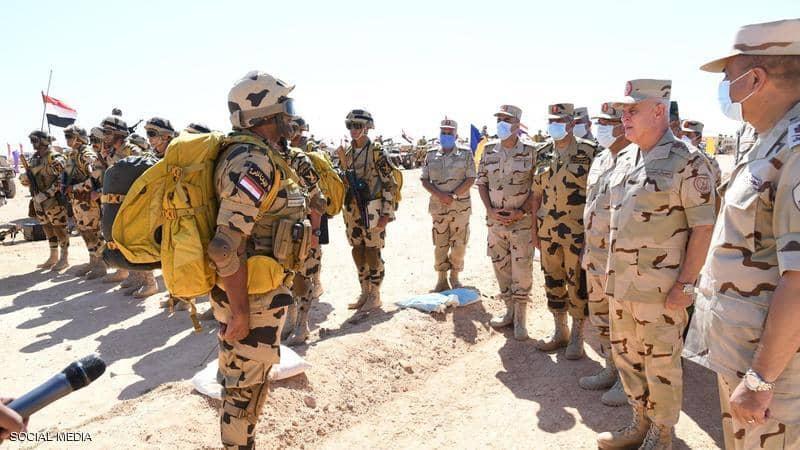 رئيس الأركان المصري يتفقد الاستعداد القتالي للجيش على حدود ليبيا