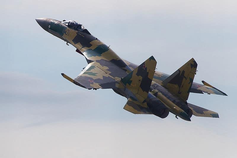 مقاتلات Su-35 الروسية تعترض قاذفة سلاح الجو الأمريكي