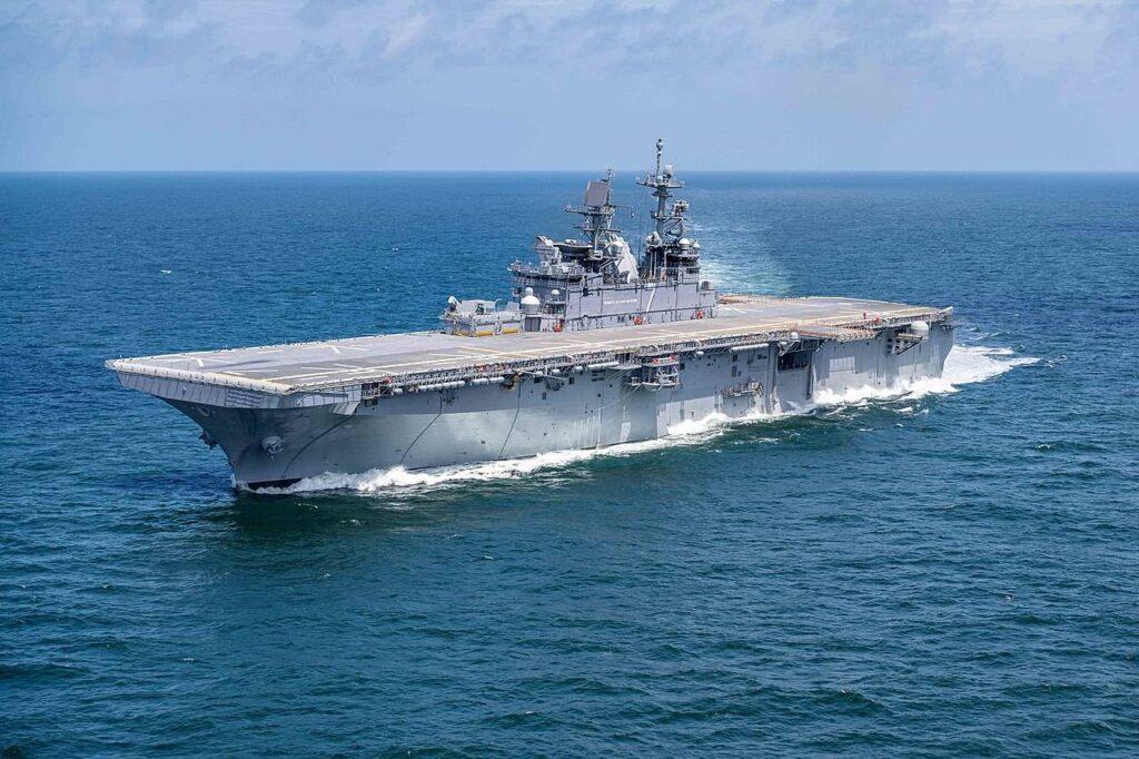 أحدث سفينة هجومية برمائية تابعة للبحرية الأمريكية تصل إلى سان دييغو