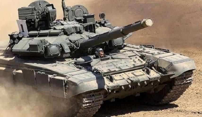 """إصابة دبابة T-90 """" بصاروخ"""" بالخطأ أثناء مناورات عسكرية"""