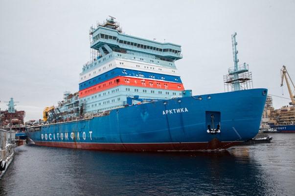 روسيا تطلق كاسحة الجليد النووية الروسية Arktika والهدف المحيط المتجمد الشمالي