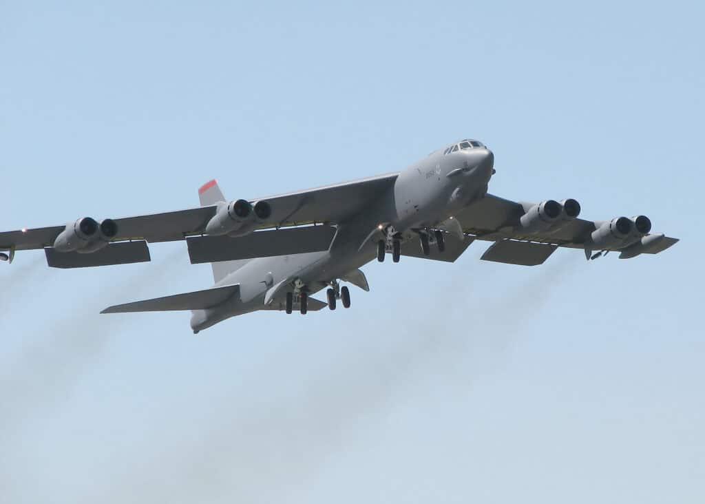 رصد القاذفات الاستراتيجية  B-52H الأمريكية فوق شمال إفريقيا