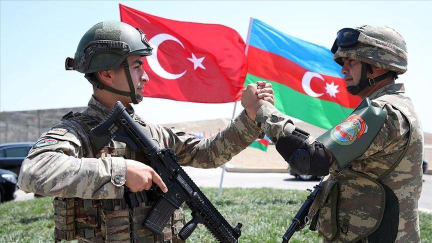 أذربيجان تعلن التعبئة العسكرية جزئيا بعد الإشتباك مع إرمينيا وتركيا تتدخل