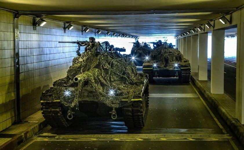"""الجيش التايواني يتبنى تكتيكات """"الاختباء والبحث"""" لإخفاء المركبات القتالية عن الصين"""