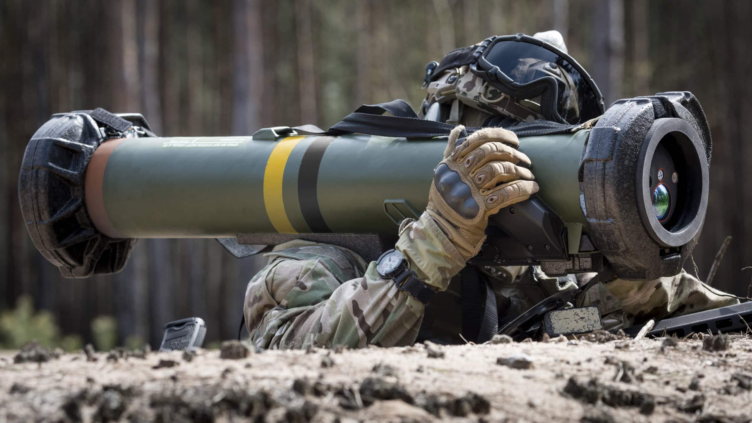 الجيش الإستوني يطلق بنجاح صواريخ موجهة من طراز EuroSpike