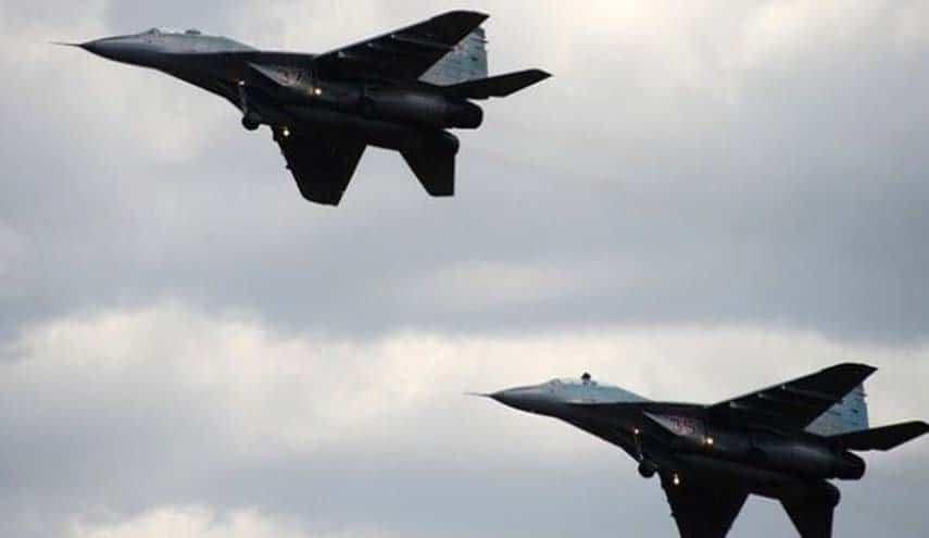 قصف روسي و معارك شرسة بين داعش والجيش السوري في البادية توقع قتلى