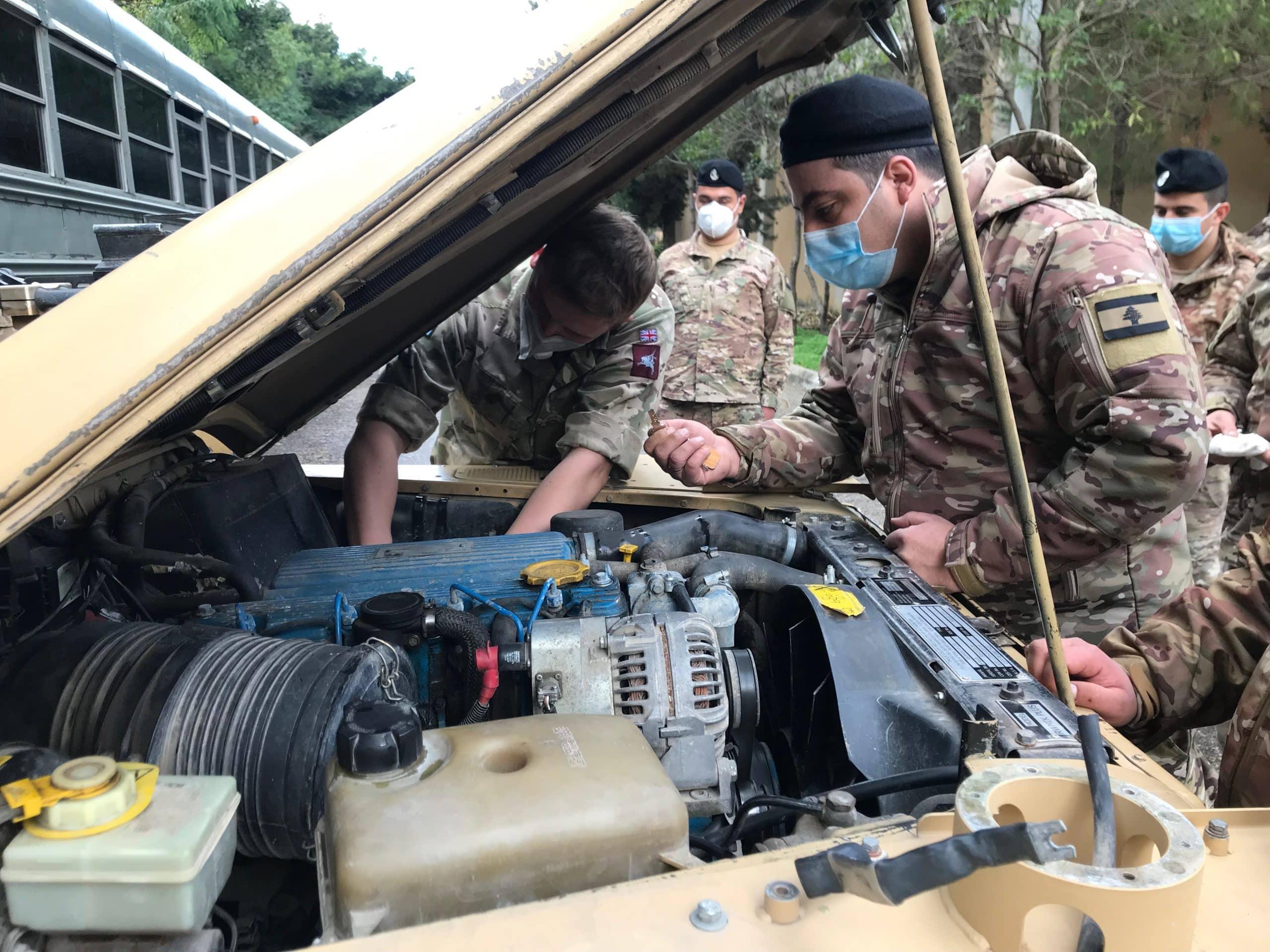 100 مدرعة بريطانية تصل إلى لبنان مع مدربين لتدريب الجيش اللبناني