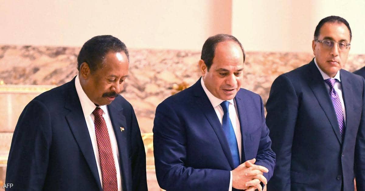 الجيش المصري يرسل آليات ومعدات عسكرية إلى السودان