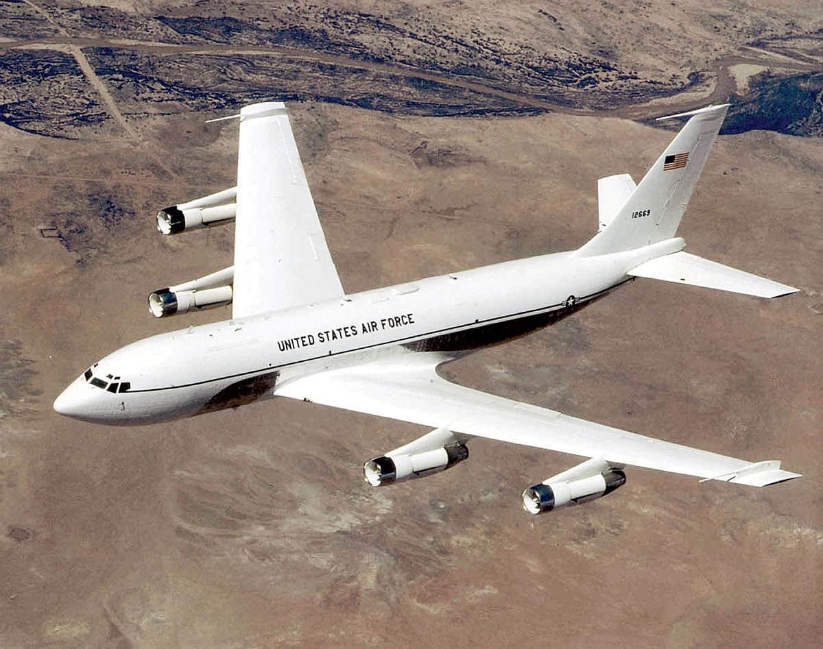 """مقاتلة """"ميغ 31""""تتدخل لإبعاد طائرة استطلاع أميركية فوق المحيط الهادئ"""