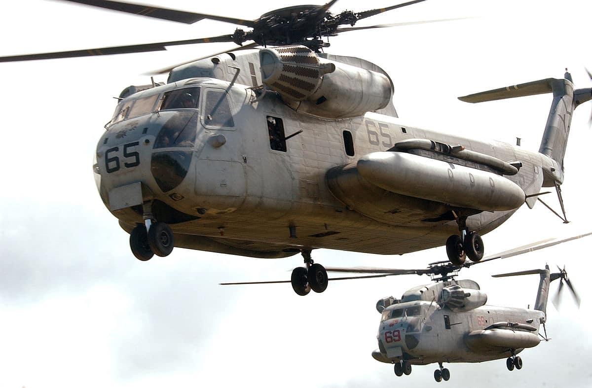 فيديو رائع نشرته مشاة البحرية الأمريكية للرافعات الثقيلة بطائرات هليكوبتر من طراز CH-53