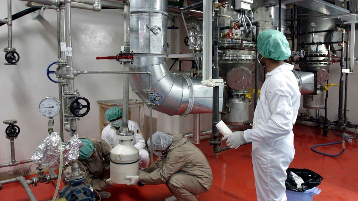 إيران تنتهك الإتفاق النووي وتضع سلسلتين جديدتين من أجهزة الطرد المركزي في الخدمة